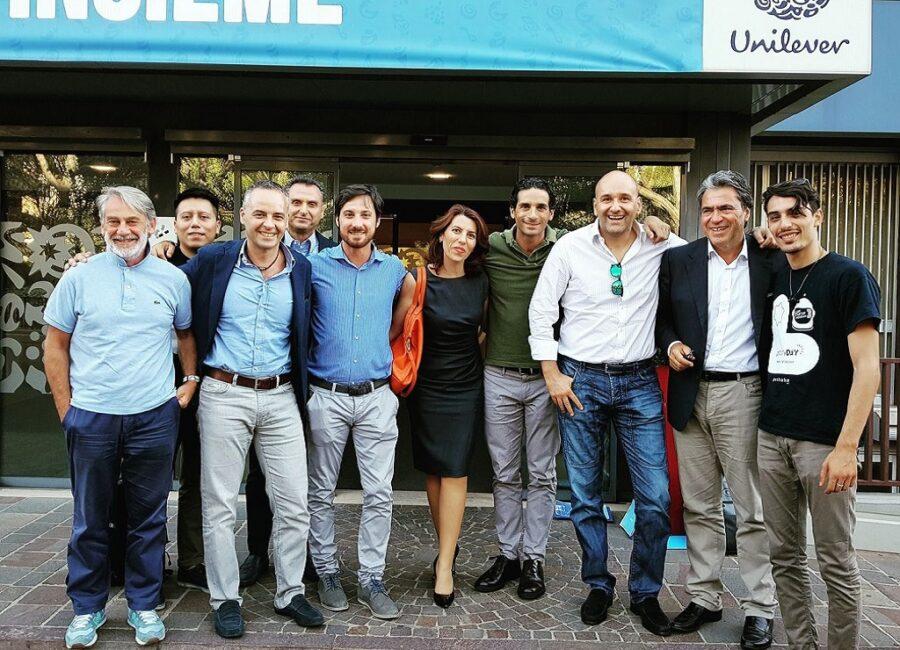 Claudio Rossi Imprenditore e Business Coach con Angelo Trocchia (CEO Unilever), la sua squadra ed il team Peekaboo